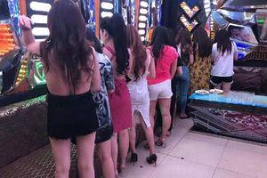 Phát hiện 60 tiếp viên chuyên phục vụ khách nước ngoài tại quán karaoke không phép ở Sài Gòn