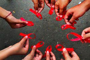 Tầm quan trọng của ngày Ruy băng đỏ đối với cộng đồng LGBT