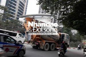 Hà Nội: Xe bồn vẫn 'tranh thủ' trong giờ cấm!