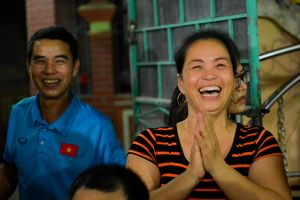 Mẹ Duy Mạnh: Việt Nam chiến thắng, không ăn cũng thấy no