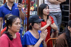 Người thân Xuân Trường cầu nguyện khi Việt Nam bị thủng lưới