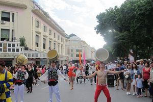 Lần đầu tiên diễu hành nghệ thuật xiếc trên tuyến phố đi bộ Thủ đô