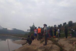 Tìm kiếm 2 trẻ đuối nước khi chơi cạnh bờ sông