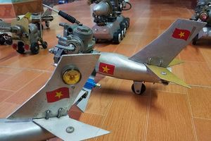 Độc đáo bộ sưu tập chiến đấu cơ mini làm từ xác máy bay Mỹ