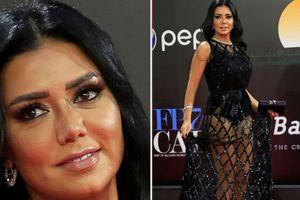 Bị khép tội khiêu dâm vì mặc váy đen xuyên thấu để lộ chân, sao nữ Ai Cập đối diện với 5 năm tù