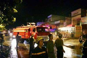 TPHCM: Cháy lớn trong đêm, 1 người chết, 20 người mắc kẹt