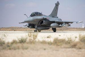 Mỹ ném bom hủy diệt đồng minh SDF đang là tù binh của IS