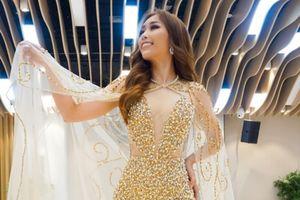 Stella Đào diện đầm ánh kim khoe vẻ gợi cảm tại Miss Globe 2018