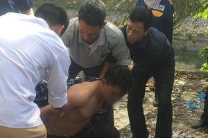 Hà Nội: Người đàn ông nghi ngáo đá nhảy xuống sông Tô Lịch, may mắn được công an và người dân cứu sống