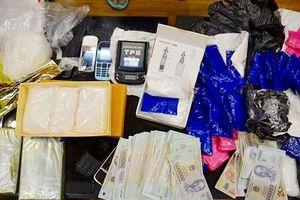 Người đàn bà tàng trữ vũ khí 'nóng' buôn ma túy