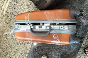 Mở hành lý khách đi tàu, cảnh sát hoảng hốt phát hiện 34 hộp sọ và 34 xương người