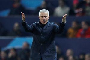 Mourinho đang tạo ra bầu không khí 'không thể thở nổi' ở M.U