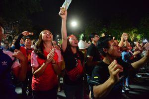 Muôn màu cảm xúc cổ động viên trận Việt Nam-Philippines