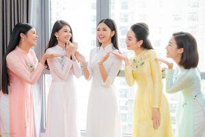 Hình ảnh đáng nhớ của hội chị em 'bông hậu' ở đám cưới Thanh Tú