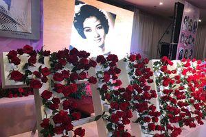 Hoa hồng phủ kín đám giỗ nữ hoàng sân khấu Thanh Nga