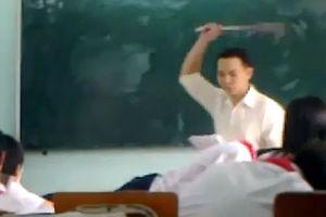 Bị thầy nắm tóc, thọc thước vào bụng và vụ trả thù bằng rắn chết