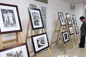 Trưng bày ảnh tư liệu quý về 'ngọn hải đăng' của cách mạng Cuba