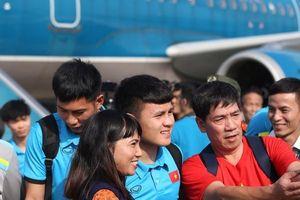 ĐTQG Việt Nam ca khúc khải hoàn trong vòng tay của NHM bóng đá nước nhà