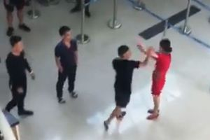 Xử phạt nhóm an ninh 'thờ ơ' khi nữ nhân viên Vietjet bị hành hung