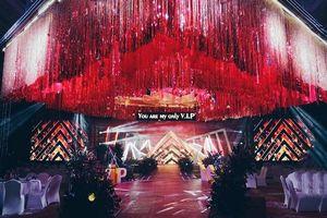Khi cô dâu chú rể đều cuồng BigBang, hôn trường trang trí đỏ rực và lightstick làm hoa cưới như thế này đây