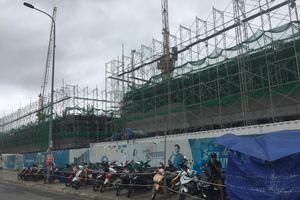 Dự án One Verandah: Nhà thầu Coteccons 'chiếm dụng' lòng lề đường làm bãi chứa vật tư