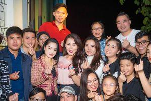 Xúc động trước tình cảm của fan, Phương Oanh Oanh đồng ý thành lập FC chính thức