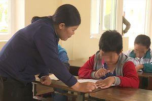 Vụ học sinh bị tát 231 cái: Trường phát phiếu hỏi để che đậy điều gì?
