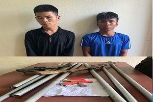 Bắt 2 đối tượng dùng súng tự chế, dao kiếm truy sát nhóm thanh niên