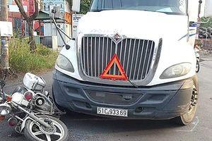 Tài xế 9X lái ôtô đầu kéo tông xe cảnh sát giao thông ở Sài Gòn