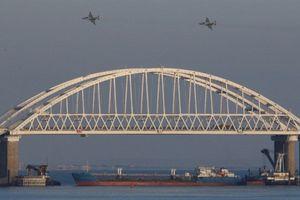 Nga mở cửa cảng biển Ukraine, Poroshenko ngồi trên đống lửa