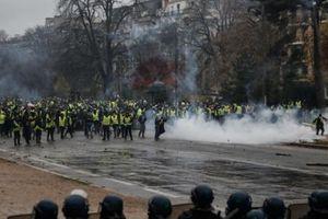 Gốc rễ sâu xa của bạo loạn 'áo khoác vàng' ở Paris