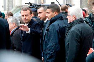 Macron xoa dịu biểu tình ở Paris
