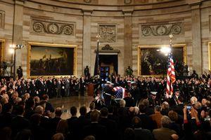Linh cữu cố Tổng thống Bush được quàn tại Điện Capitol