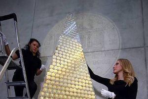 Chiêm ngưỡng cây thông Noel 'đồng xu vàng' trị giá 2,3 triệu euro
