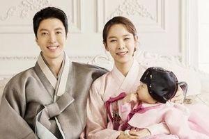 'Cặp đôi con ghẻ' Lee Dong Gun - Jo Yoon Hee khoe ảnh gia đình hạnh phúc