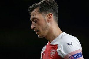'Arsenal nên tiết kiệm 700.000 bảng/tuần thay vì cố giữ Ozil, Ramsey'