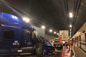 Xe tải, container 'đấu đầu' trong hầm Hải Vân, ách tắc giao thông Bắc - Nam