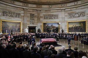 Lễ viếng cố Tổng thống Bush 'cha' trong Đồi Capital