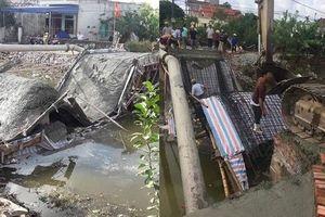 Nam Định: Cầu vừa đổ bê tông đã đổ sập xuống sông