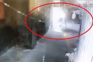 Nhà một giám đốc doanh nghiệp bị ném 'bom xăng' giữa đêm