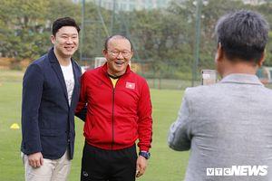 HLV Park Hang Seo tươi cười, hội ngộ tay súng Hàn Quốc huyền thoại ở VFF