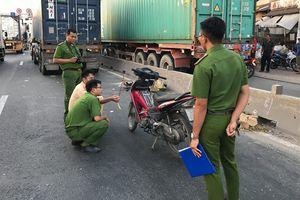 Đi vào làn đường ô tô, người đàn ông chạy xe máy chết thảm ở Sài Gòn