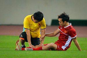 Văn Toàn trở lại tập luyện sau 2 tuần chấn thương