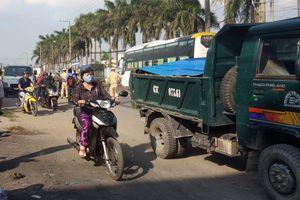 2 vợ chồng già thiệt mạng sau va chạm với ôtô tải