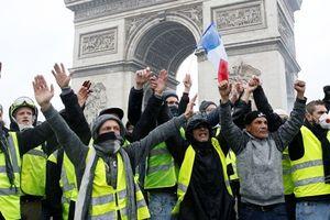 Pháp 'lùi bước' để dẹp loạn bạo động 'áo gile vàng'