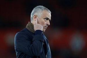 Man United yếu ớt trước những họng pháo Arsenal đã thông nòng
