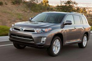 Hàng loạt xe Toyota Highlander bị rơi trục vô-lăng