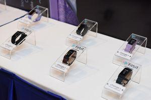 Fitbit trình làng thiết bị đeo theo dõi sức khỏe nhỏ gọn Charge 3