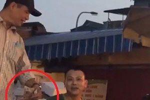 Vụ bảo kê tại chợ Long Biên: Khởi tố bị can 3 nhân viên tổ bốc xếp