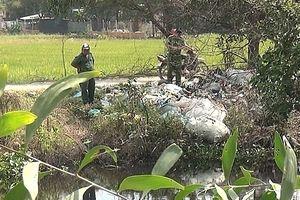 Nam thanh niên mặc áo GrabBike tử vong dưới chân cầu, nghi bị sát hại